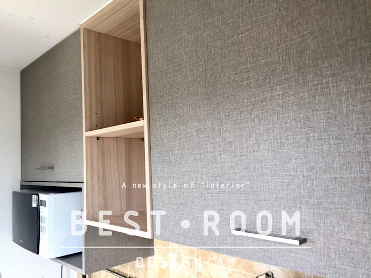 ชุดครัวไม้จริง Top หิน สไตล์โมเดิร์น:  ตกแต่งภายใน by Best Room Design 19