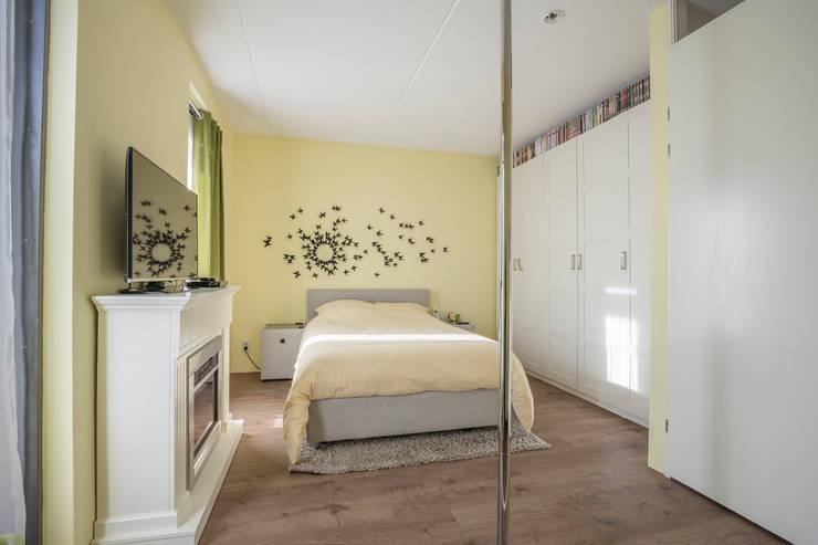 sleeping room 3: modern  door juliano osmani, Modern Synthetisch Bruin