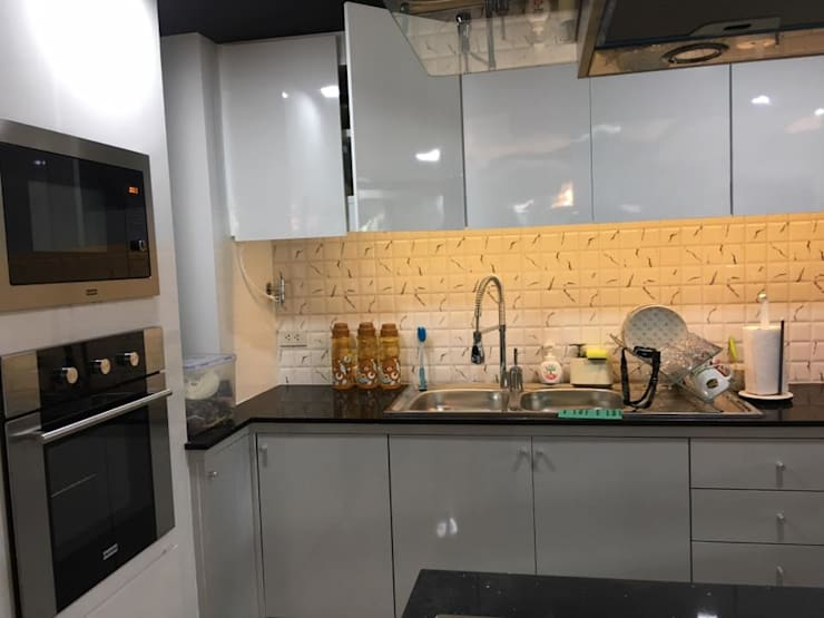 Renovate บ้านเดี่ยว 3 ชั้น:  ในครัวเรือน by สายรุ้งรีโนเวท