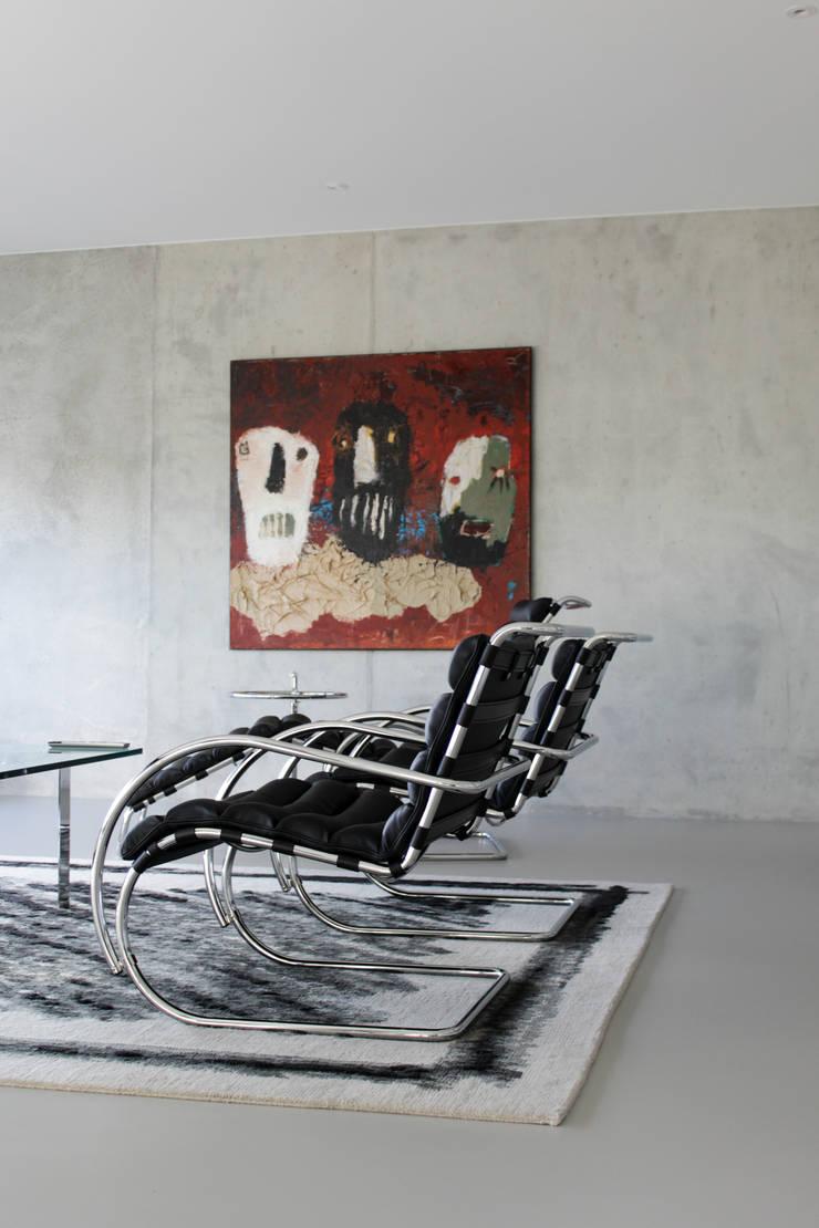 Gietvloer in moderne loft in Amsterdam:  Muren door Motion Gietvloeren, Modern Kunststof