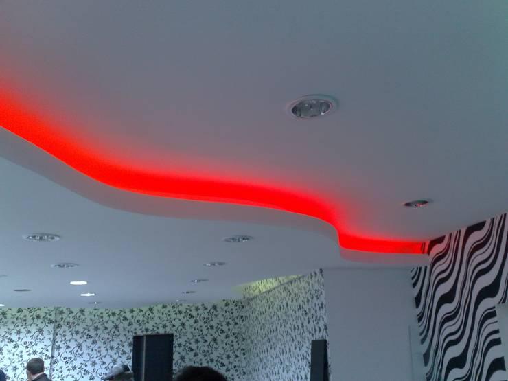 MAG Tasarım Mimarlık İnşaat Emlak San.ve Tic.Ltd.Şti. – Barış & Fatoş Bay Bayan Kuaförü Çorlu:  tarz Dükkânlar, Modern