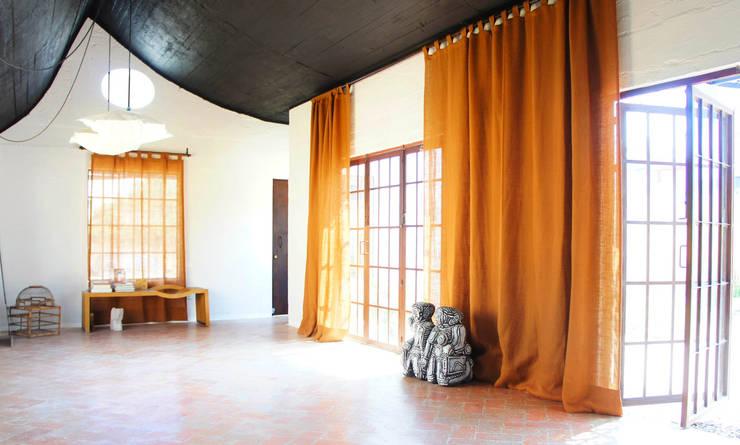 Pasillos y vestíbulos de estilo  por Juan Carlos Loyo Arquitectura,
