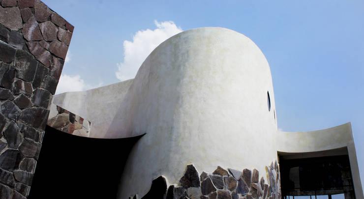 Casa de Piedra - Juan Carlos Loyo Arquitectura: Casas de estilo  por Juan Carlos Loyo Arquitectura