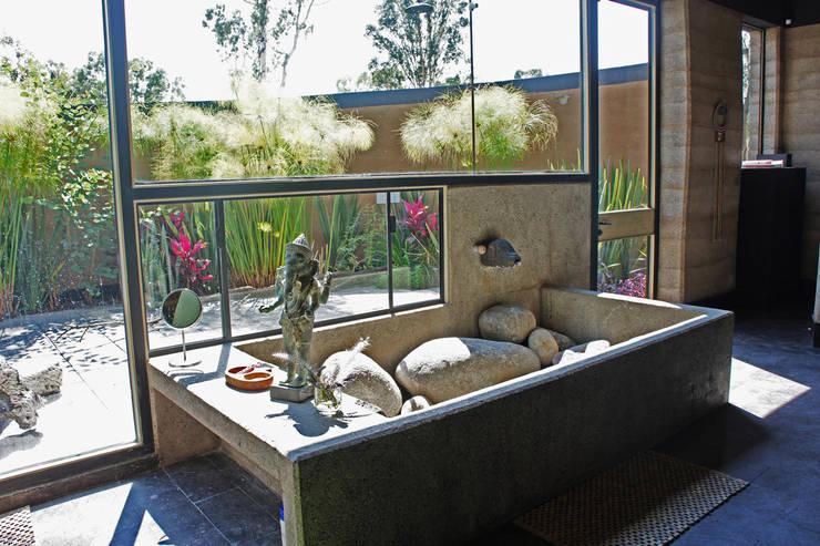 Casa Estudio Sabinos - Juan Carlos Loyo Arquitectura: Salas de estilo  por Juan Carlos Loyo Arquitectura