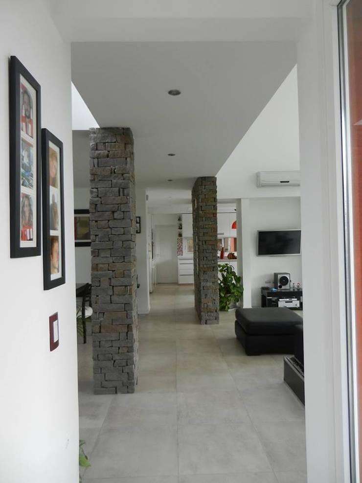 Arquitectura y Diseño: Livings de estilo  por Jf Arquitectura + Diseño