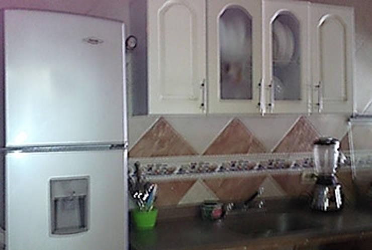 Apto 401: Cocinas de estilo rural por ECODISEÑO MUÑOZ S.A.S.