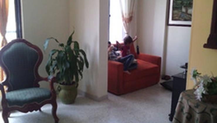 Apto 401: Salas de estilo rural por ECODISEÑO MUÑOZ S.A.S.