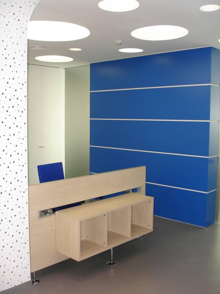 Pormenor da receção: Escritórios  por Área77 - arquitectura, engenharia e design, lda