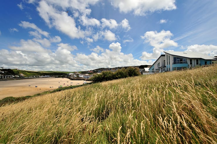 Sea House, Porth | Cornwall Eclectic style houses by Perfect Stays Eclectic