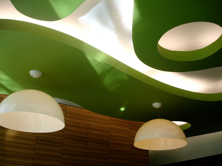 Tetos suspenso e iluminação: Escritórios  por Área77 - arquitectura, engenharia e design, lda