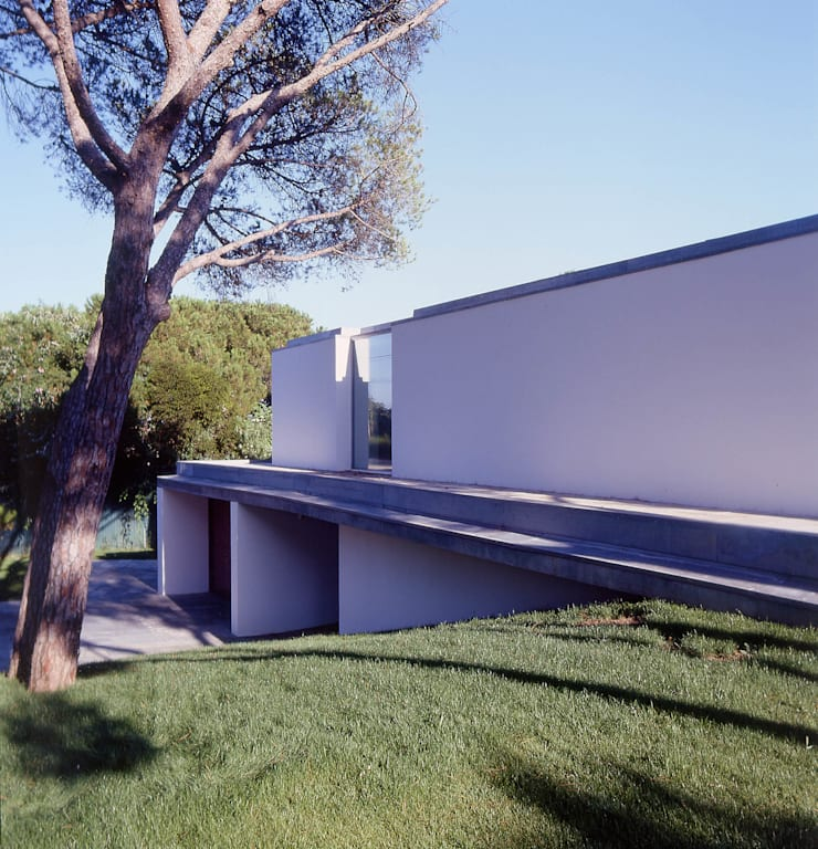 House in Estoril: Casas  por Pedro Mendes Arquitectos
