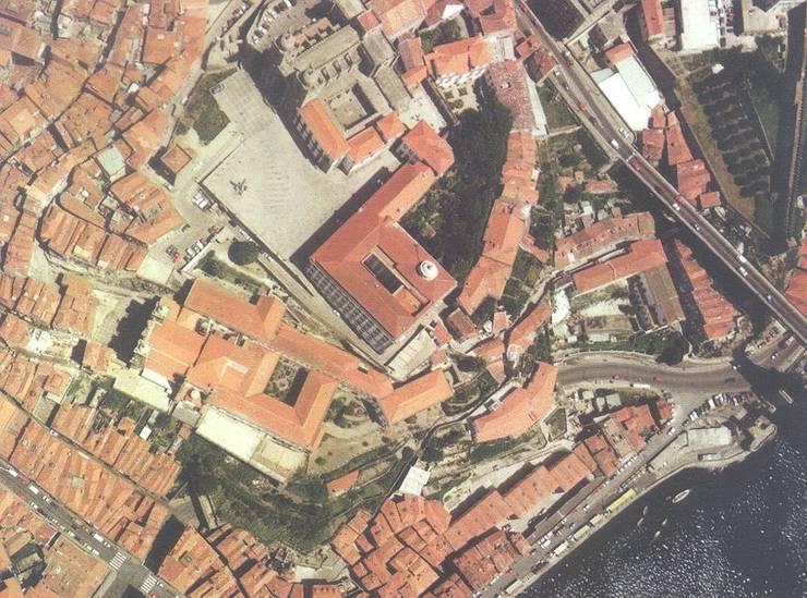 "Renovation of ""Ilha in Rua das Aldas"", Porto: Casas  por Pedro Mendes Arquitectos"