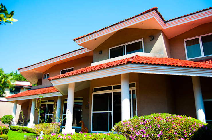 Casas de estilo  por escala1.4