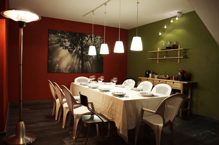Bodegas de vino de estilo  por Intra Arquitectos