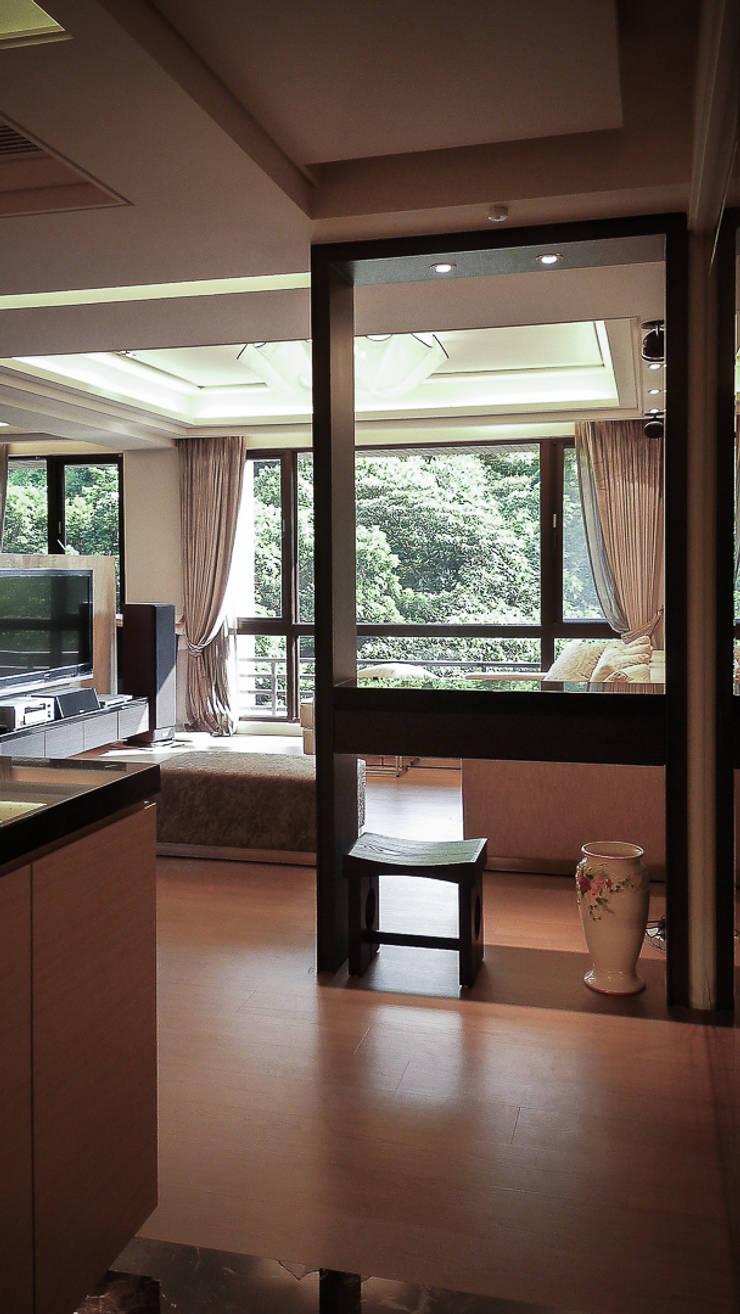 Salon de style  par 璞碩室內裝修設計工程有限公司