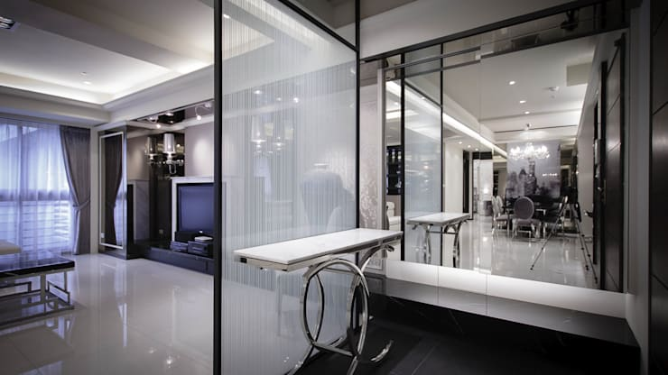 BRAVO INTERIOR DESIGN & DECO    LUX STYLE:  走廊 & 玄關 by 璞碩室內裝修設計工程有限公司