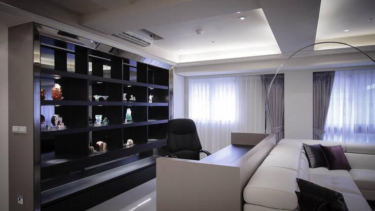 BRAVO INTERIOR DESIGN & DECO    LUX STYLE:  書房/辦公室 by 璞碩室內裝修設計工程有限公司