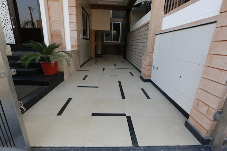 Random Porch Flooring:  Garage/shed by RAVI - NUPUR ARCHITECTS