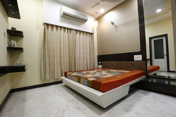 Guest Room: modern Bedroom by RAVI - NUPUR ARCHITECTS
