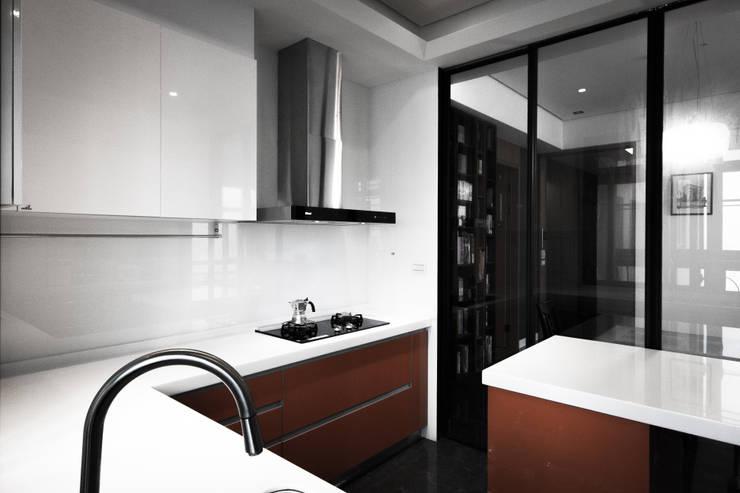 Kitchen by 璞碩室內裝修設計工程有限公司