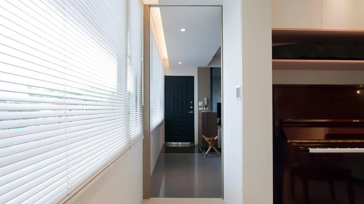 BRAVO INTERIOR DESIGN & DECO    JIA STYLE:  走廊 & 玄關 by 璞碩室內裝修設計工程有限公司