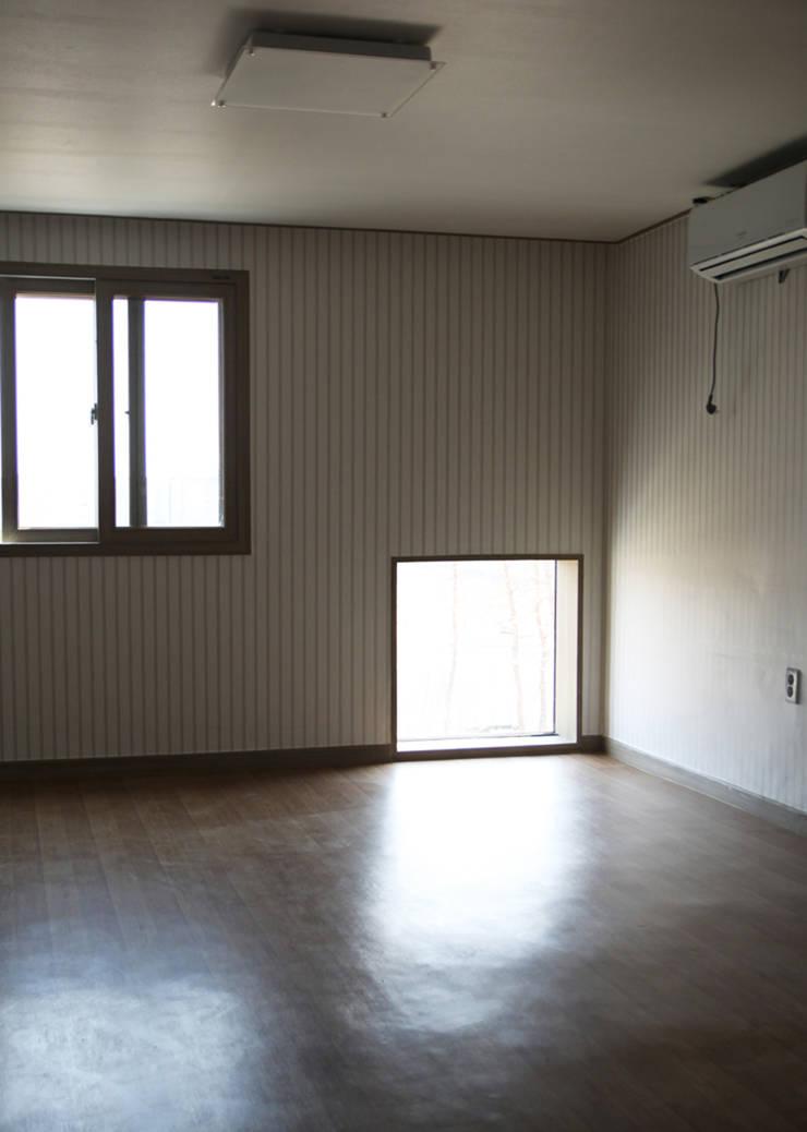마송 다가구주택: 비온후풍경 ㅣ J2H Architects의  침실