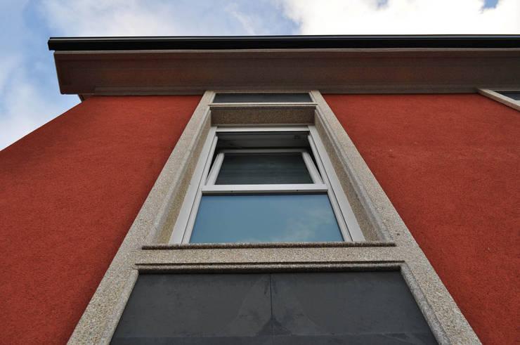 VIVIENDA UNIFAMILIAR EN A CORUÑA Casas de estilo clásico de Intra Arquitectos Clásico