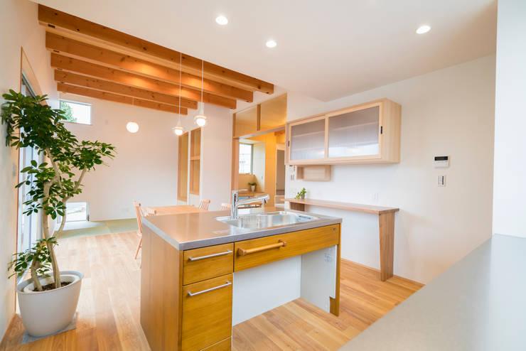 Kitchen by m+h建築設計スタジオ