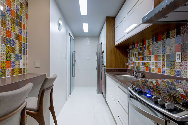 eclectic Kitchen by Milla Holtz Arquitetura