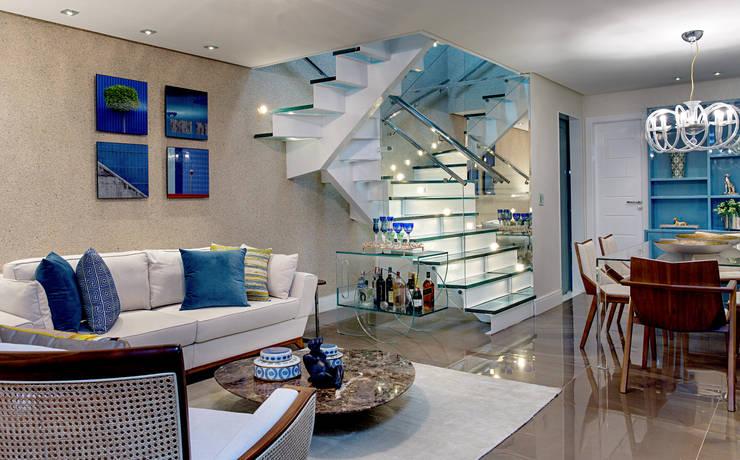 غرفة المعيشة تنفيذ Milla Holtz Arquitetura