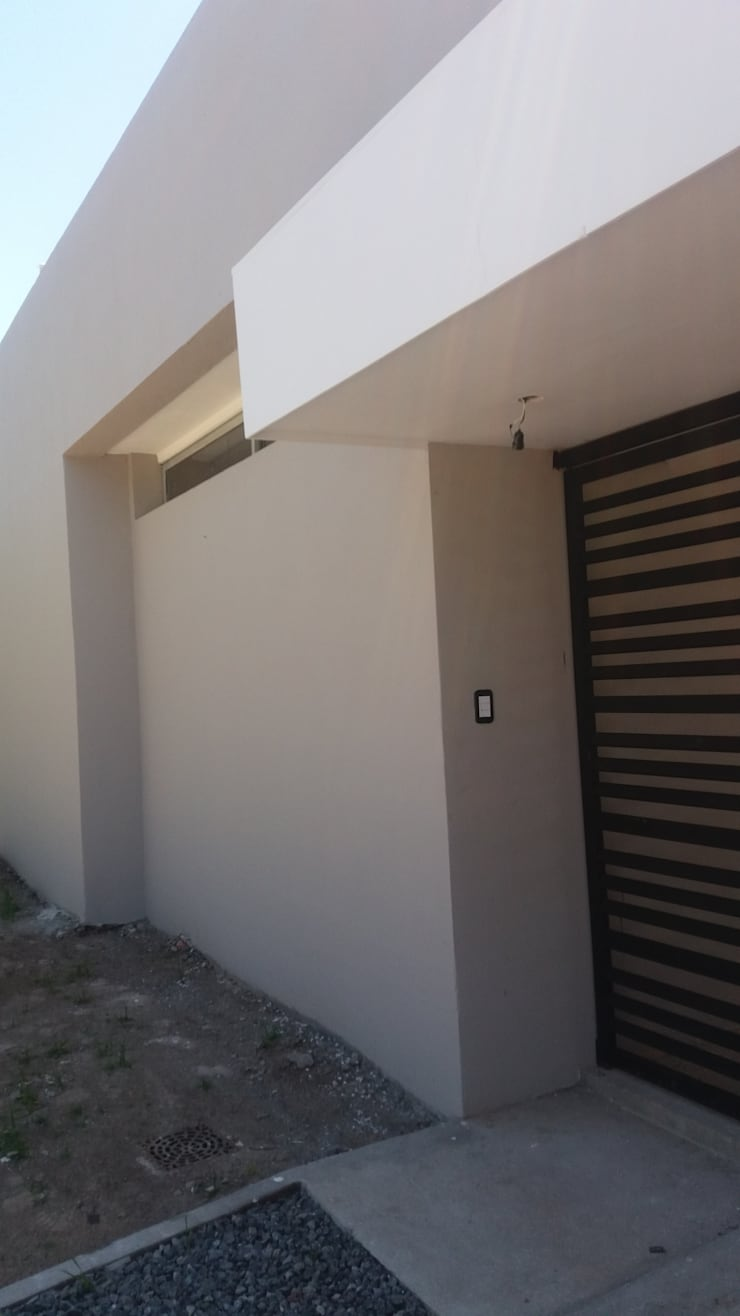 Ingreso: Casas de estilo  por VHA Arquitectura