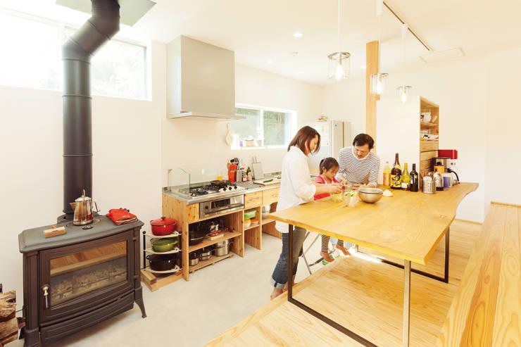 Projekty,  Kuchnia zaprojektowane przez 株式会社 建築工房零