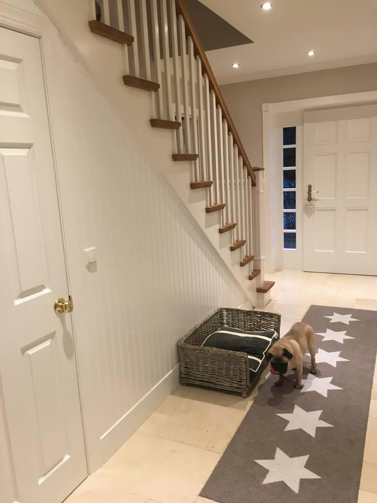 GEORGE L Treppe & Haustür:  Flur & Diele von THE WHITE HOUSE american dream homes gmbh