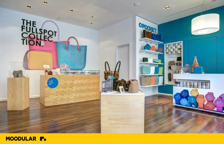 Moodular - Full Spot: Centros comerciais  por MOODULAR