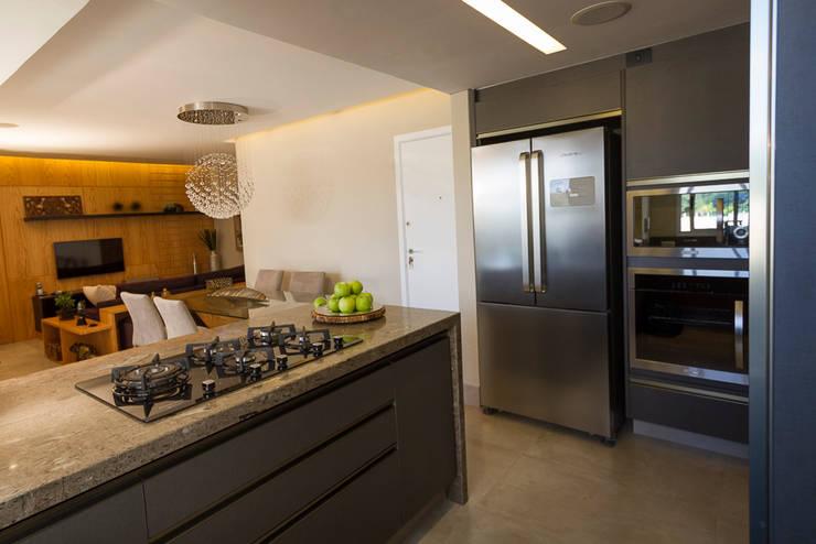 Cozinha Americana  e Sala de Jantar: Cozinhas  por Designare Ambientes,Eclético