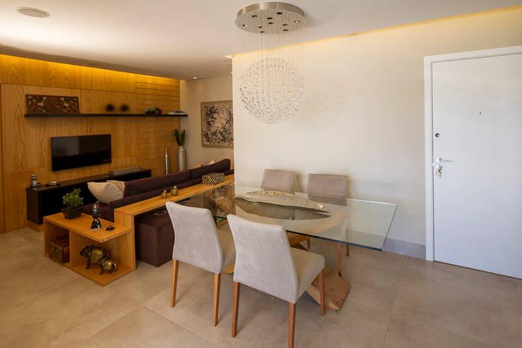 Sala de Jantar e TV integradas: Salas de jantar  por Designare Ambientes,Eclético