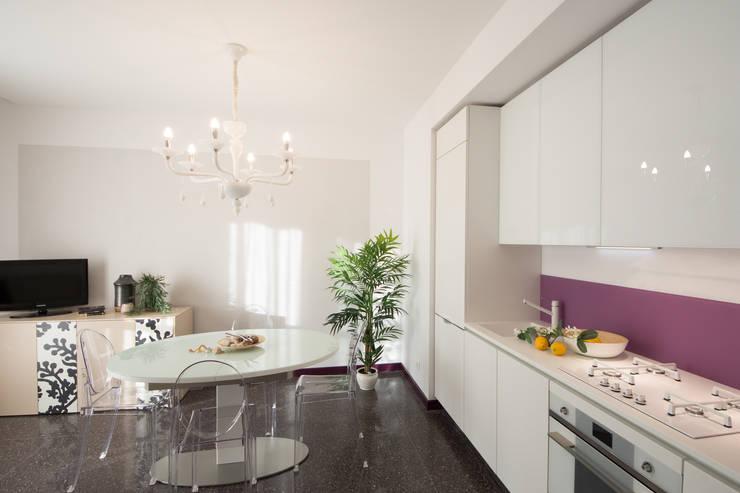 Cocinas de estilo moderno por Lella Badano Homestager
