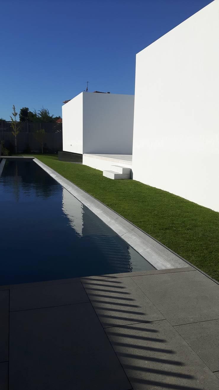 Vila Utopia:   por Jardins do Paço