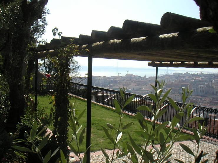 Costa do Castelo, Lisboa:   por Jardins do Paço