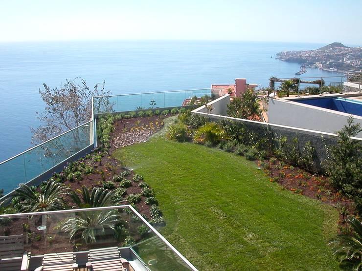 Funchal:   por Jardins do Paço