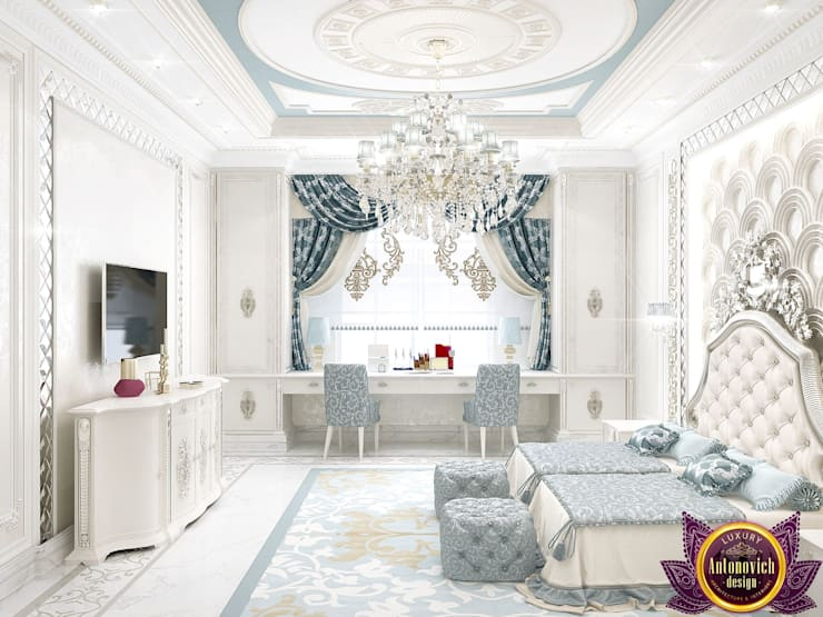   Master bedroom design of Katrina Antonovich:  Bedroom by Luxury Antonovich Design