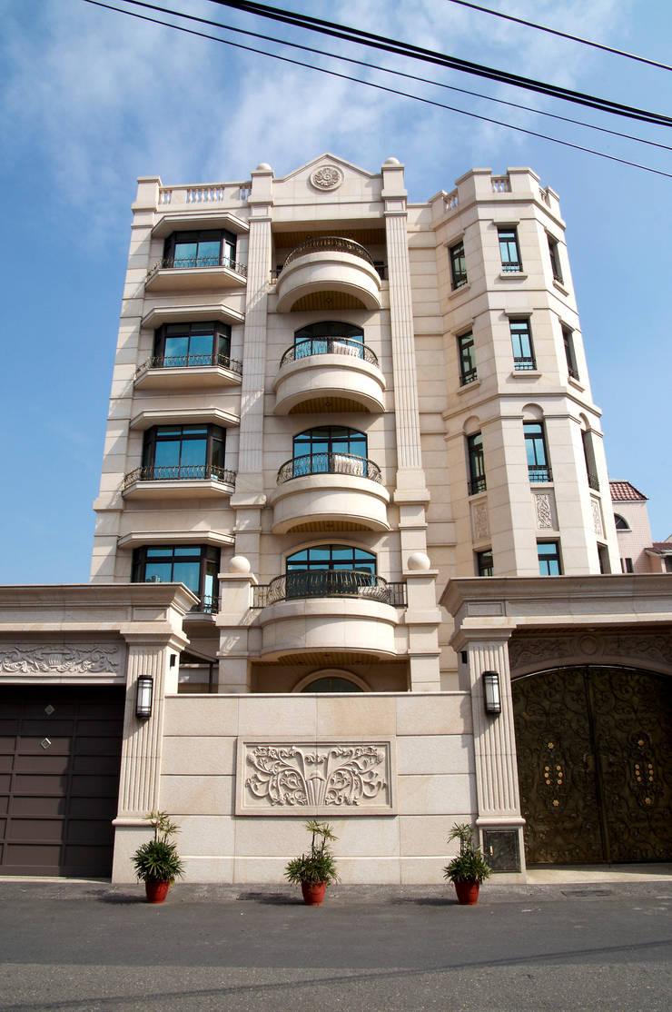歐式古典建築及室內設計家具配置:  房子 by 傑德空間設計有限公司