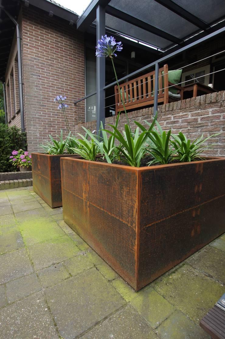 Tuinen:  Tuin door GroenerGras Hoveniers Eindhoven