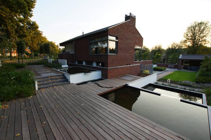 Terras:  Tuin door GroenerGras Hoveniers Amsterdam