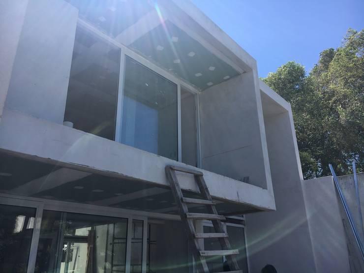 Terminaciones Puertas y ventanas modernas de FT Arquitectura Moderno
