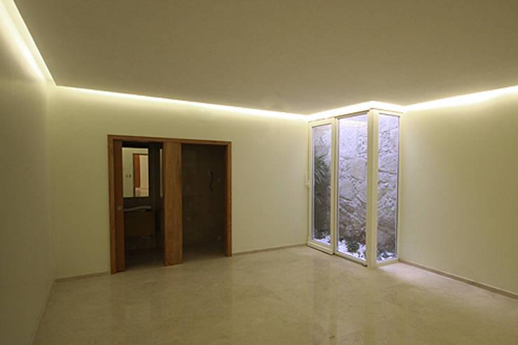 Casa J+L (em colaboração com o Gabinete <q>Esquissos 3G</q>): Ginásios  por Ricardo Baptista, Arquitecto