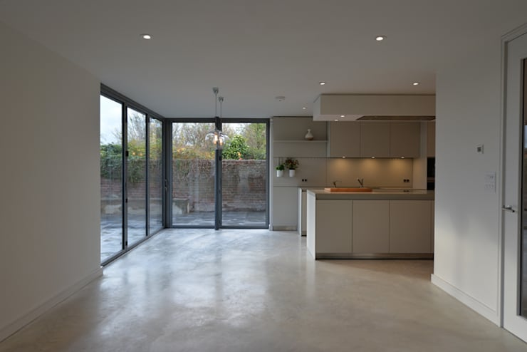 New build house:  Kitchen by BBM Sustainable Design Limited