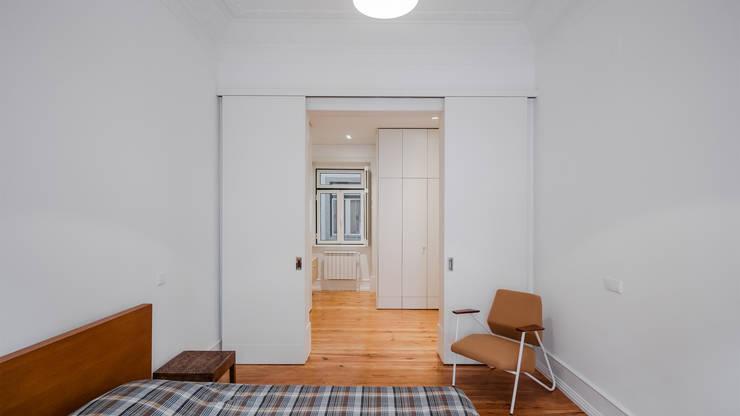 Petites chambres de style  par FMO ARCHITECTURE, Colonial