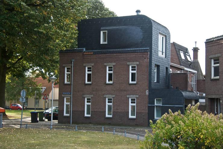 zijgevel:  Woonkamer door HSH architecten, Modern Leisteen