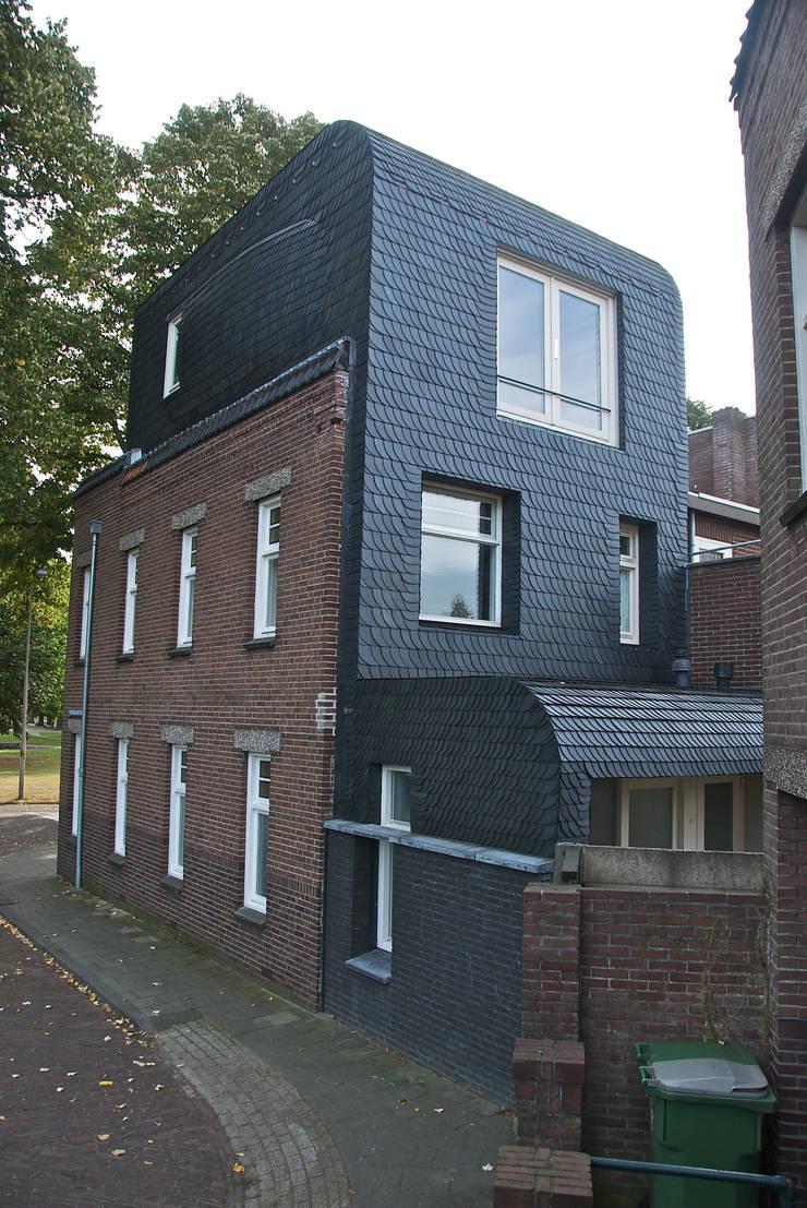 uitbreiding woonkamer:  Woonkamer door HSH architecten, Modern Leisteen